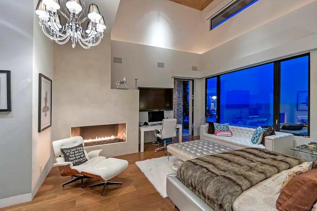 Britney-Spears-Malibu-Airbnb (6)