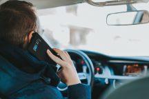 braukšana, pie stūres, autovadītāji, telefons, kafija,
